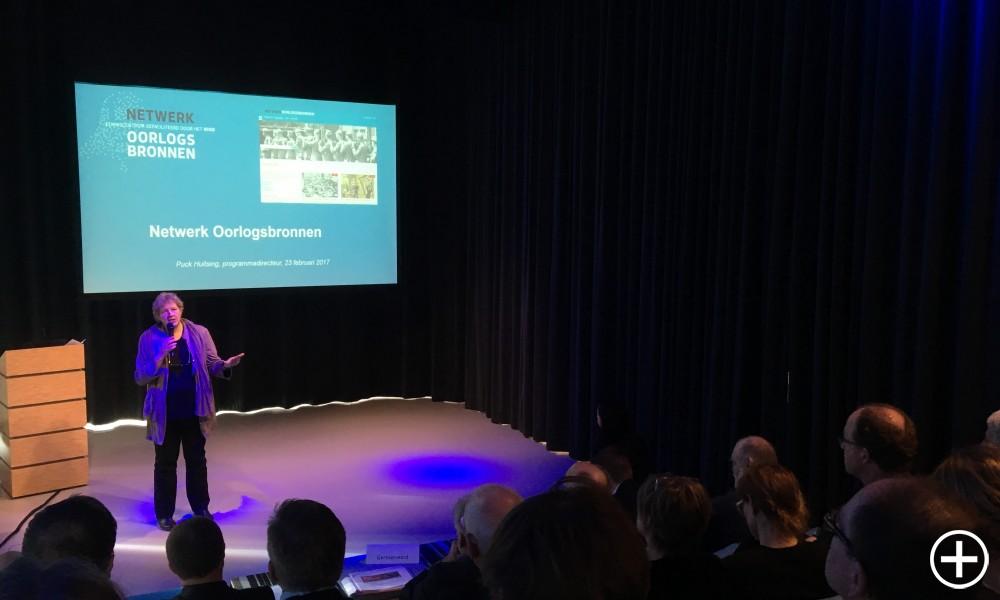 Puck Huitsing tijdens de eerste bijeenkomst van Oorlogsbronnen Gelderland